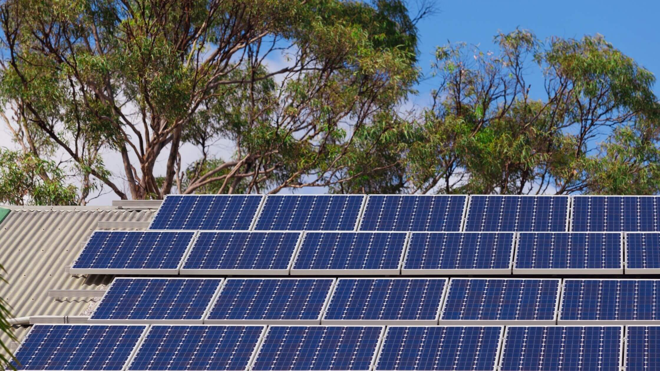 tetőre telepített napelem